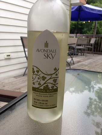 Summerville, Canada: NS white wine, well worth drinking