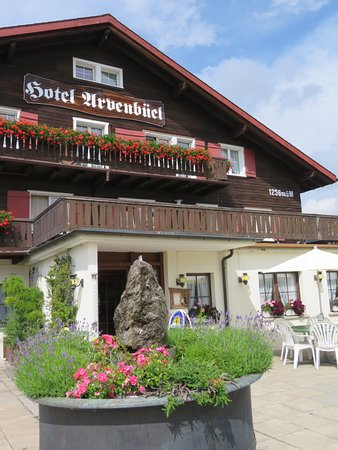 Hotel Arvenbüel: From the lovely terrace restaurant