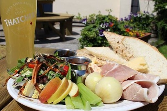 Mark, UK: Ploughmans lunch in the garden