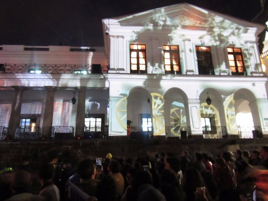 Palacio de Gobierno: Laser/Light Show 10 August 2016