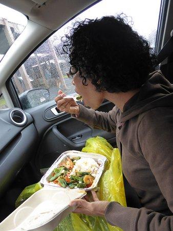 Tuk-Tuk Thai Food Truck: Eating delicious Thai food while it is raining