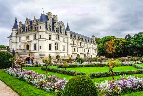 Château de Chenonceau : Chenonceau from Queen Catherine's Garden