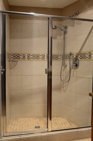 Chemainus, Canadá: The Repertoire Suite Large Shower