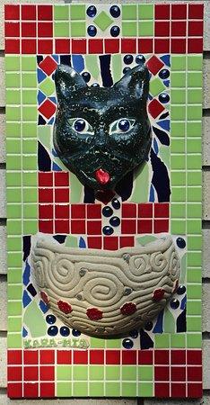 Macleay Island, Australien: Planter Pot in the Gallery at Kara-Mia's Mosaics