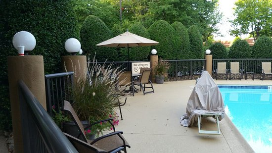 Hampton Inn University Place: Room and grounds
