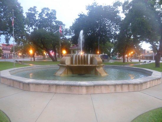 Seguin, تكساس: Park Fountain
