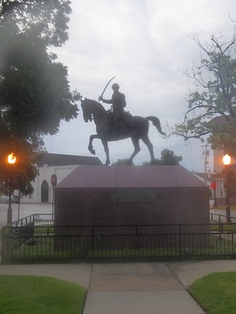 Seguin, تكساس: Juan Seguin Statue