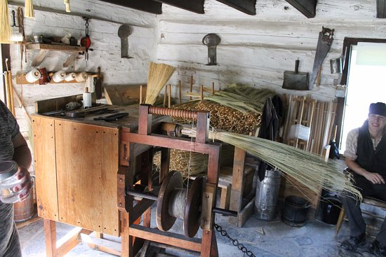 Morrisburg, Kanada: Broom maker's shop.