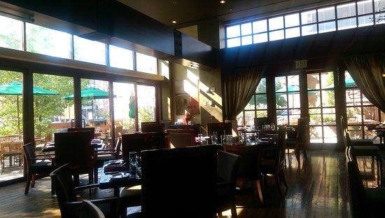Randolphs Restaurant Bar Fine Dining With A Gorgeous Atmosphere