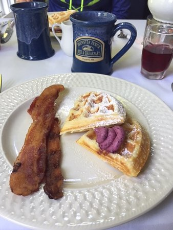 Brewster House Bed & Breakfast: Amazing blueberry butter!