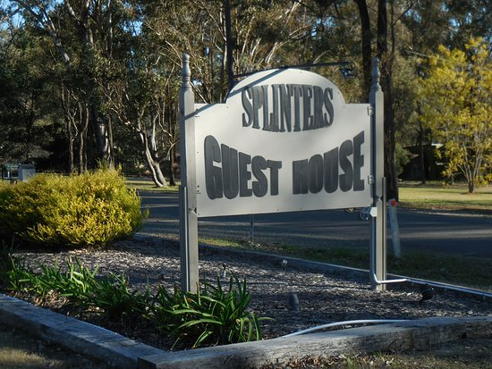 Splinters Guest House: guest house signage