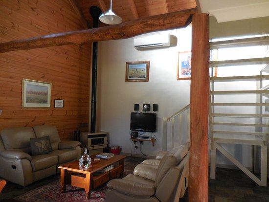 Splinters Guest House: lounge area