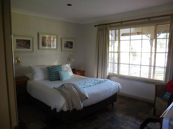 Splinters Guest House: downstairs bedroom