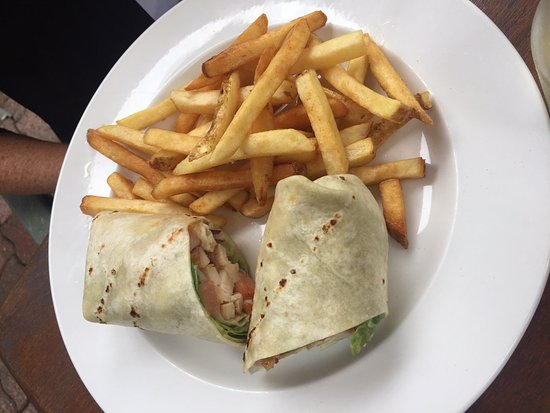 Chemainus, Canada: California Chicken wrap, Saltair Neighbourhood Pub, Saltair, BC