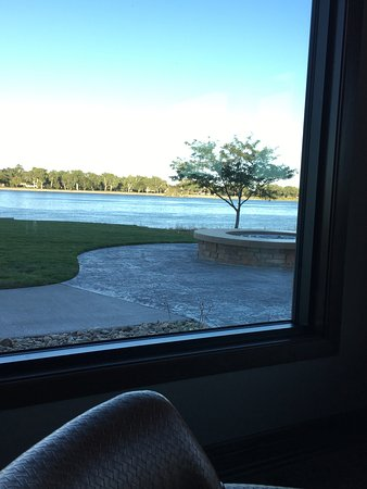 Fort Pierre, SD: Beautiful view of the river from inside the restaurant!