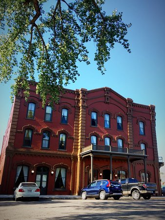 Fort Benton, MT : Grand Union Hotel