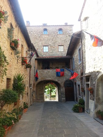 San Donato in Poggio, Italia: One of the gates in to San Donato