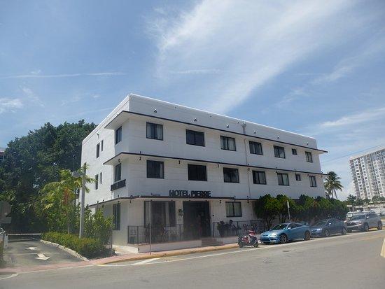 Hotel Pierre Vista Exterior
