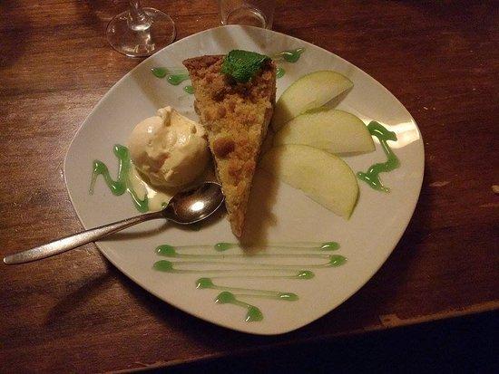 Granadilla de Abona, Spagna: torta di mele con gelato