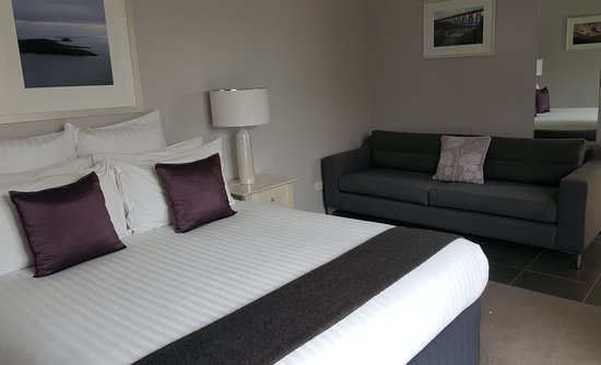 Clifftop Boutique Accommodation: Spa Suite 8