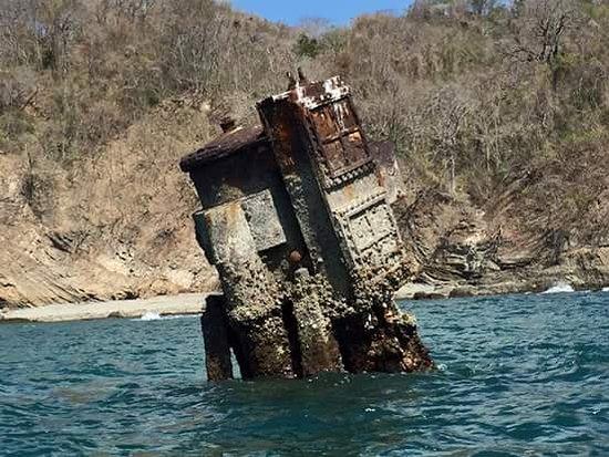Tambor, Costa Rica: Sunk Boat