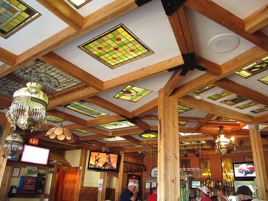Castlegar, Canadá: Stained glass ceilings