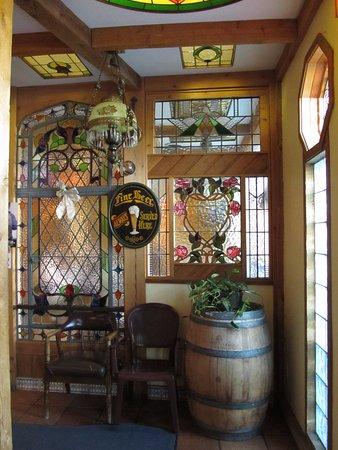 Castlegar, Canadá: Entrance to the pub