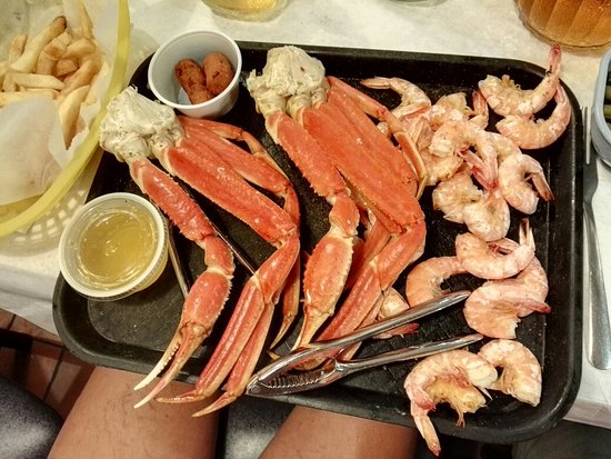 Lexington Park, MD: Captain Pat's Seafood Restaurant and Carry Out