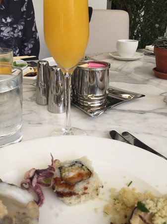 Lake Forest, Ιλινόις: Happy Girl with my Mimosa