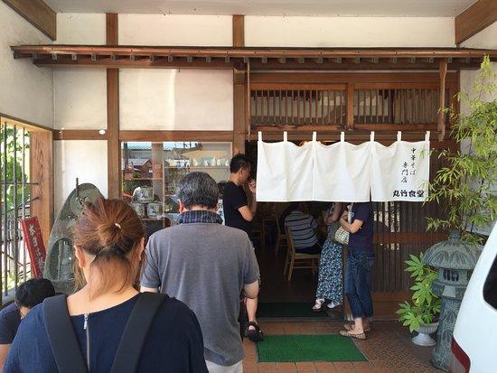 Yokote, Japan: 朝、開店と同時に行列ができる。