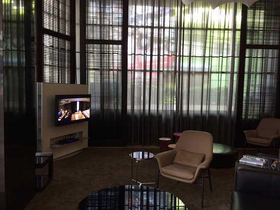 S15 Sukhumvit Hotel: Relaxing area at hotel ground floor