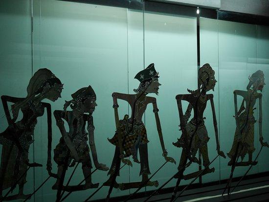 salah satu koleksi museum wayang