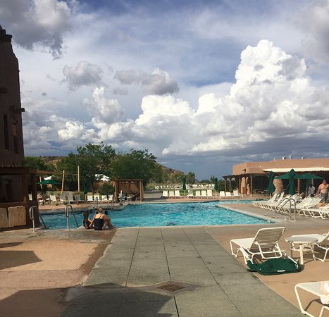 Hyatt Regency Tamaya Resort & Spa: Pool area and hot tub are well kept