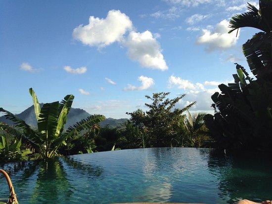 Surya Shanti Villa: Détente depuis l'une des 3 piscines!