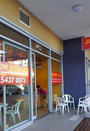 Caloundra, Australia: Outside the unassuming shop where outside seating available