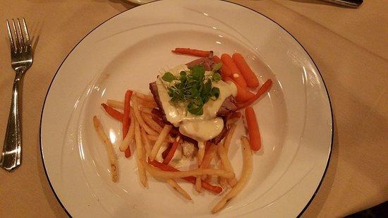 Paradise Stream Resort: Sirloin and fries. Looks good tasted horrible
