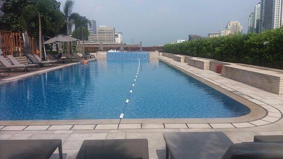 6th Floor Pool Picture Of Shangri La At The Fort Manila Taguig City Tripadvisor