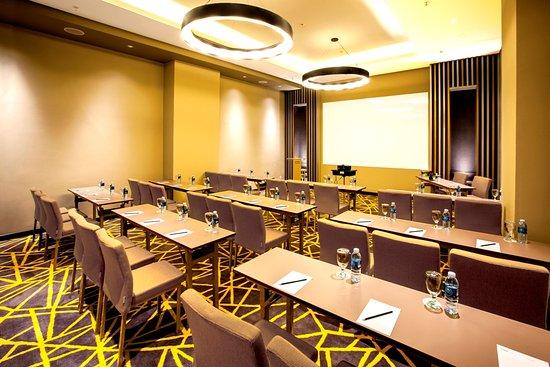 Meeting room picture of aone hotel jakarta tripadvisor for Design hotel jakarta