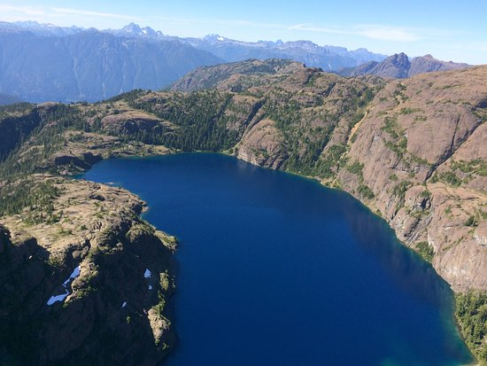 Campbell River, Canadá: One of the many glacier lakes