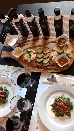 Stomorska, Croacia: 数あるオリーブオイルの中から自分の好きな風味を見つけよう!