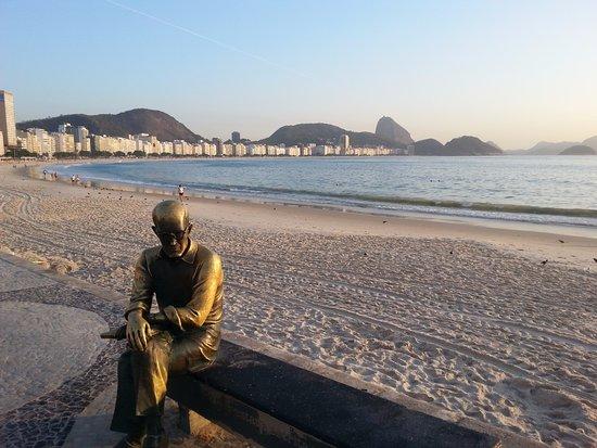 Orla Copacabana Hotel: Just Opposite the Hotel at Copacabana beach