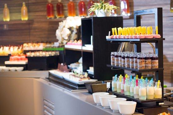 Al Muharraq, Bahrain: Choices Dessert Display