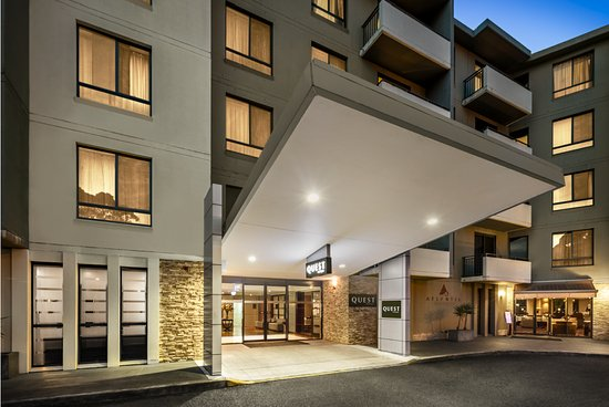 Quest North Ryde: Entrance of hotel