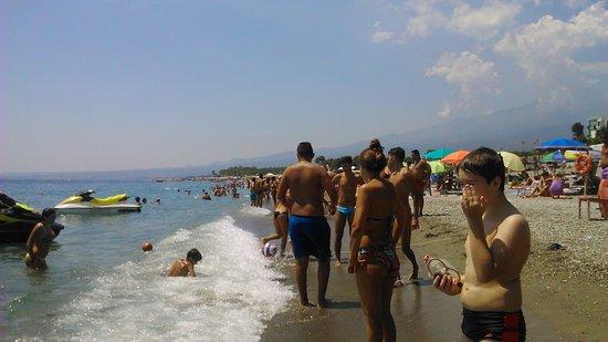 Hotel Baia degli Dei : Пляж в августе