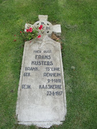 Diksmuide, Belgia: Les fleurs plus fortes que la mort ou le souvenir éternel