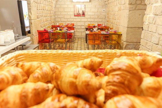Hotel Rocroy: Typical French breakfast