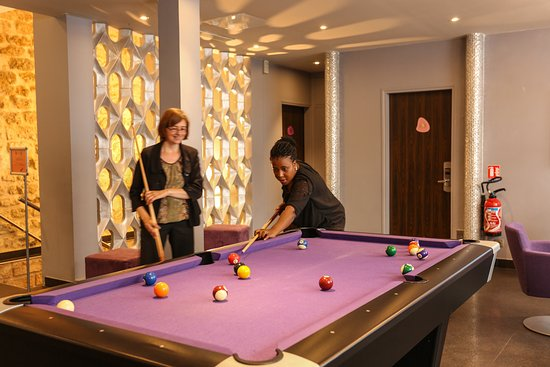 Hotel Rocroy: Play at the pool table