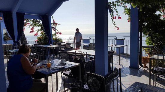 Hotel Palladio: The restaurant is open, spacious, and has breath-taking views!