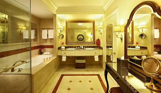 The Venetian Macao Resort Hotel: Bathroom of the Royale suite_large.jpg