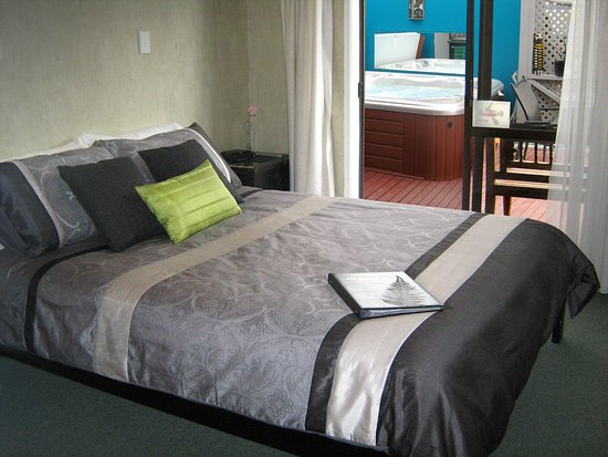 Guysers Gaystay: Bedroom 1